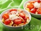 Рецепта Паста с домати, доматен сос и зелени маслини